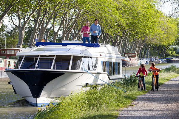 Le Boat Mystique on the Canal du Midi