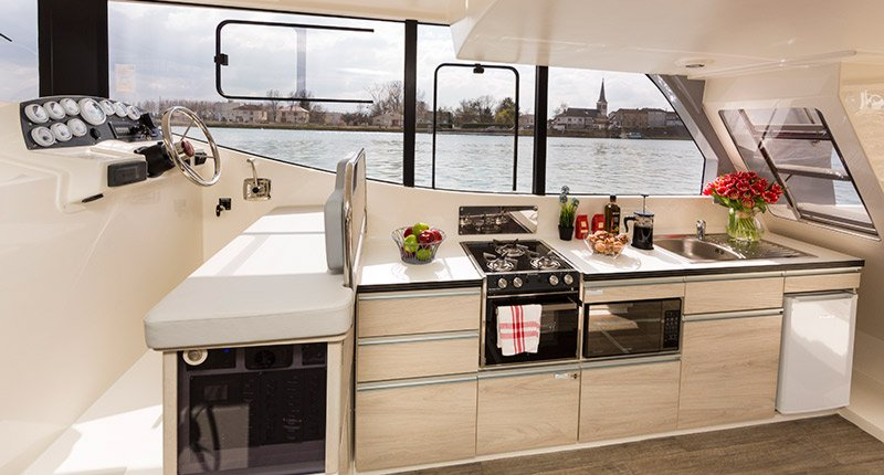 Houseboat rental in Kingston, Ontario