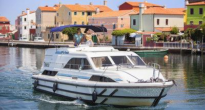 Occasion - Pourquoi choisir un ancien bateau de location
