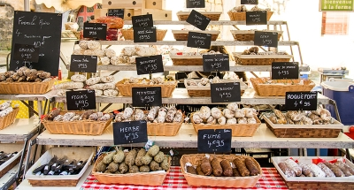 Marché traditionnel de fromages