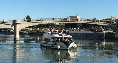 Bateau Vision naviguant sur la Charente