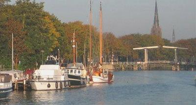 Bateaux et pont mobile en Hollande
