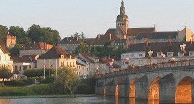 Coucher de soleil sur une ville de Bourgogne
