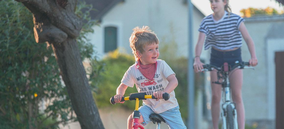 Enfants à vélo en Bourgogne