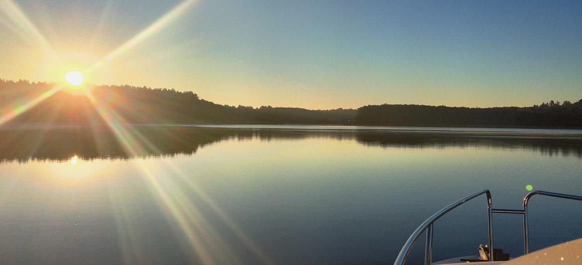 Le Royal Mystique sous un coucher de soleil, Lac Müritz, Allemagne