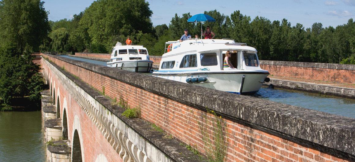 Cacor Aqueduct, near Moissac, Aquitaine